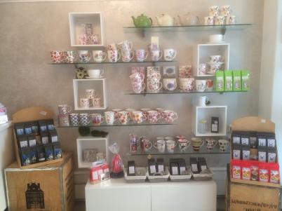 Neben verschiedensten Teesorten bietet das kleine Geschäft in der Regensburger Altstadt auch charmante Geschenke für Jung und Alt.