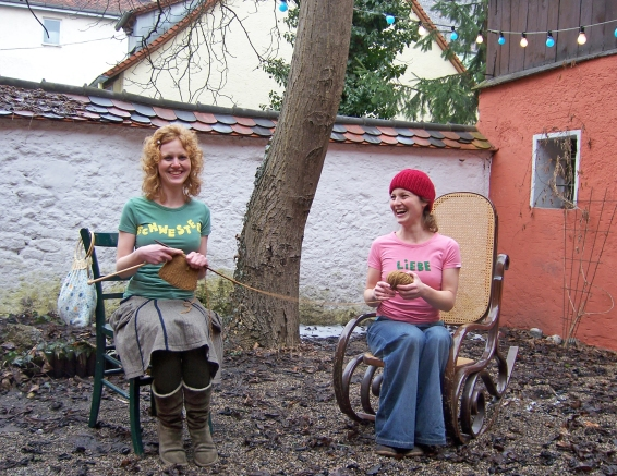 Schwesternliebe in der Altstadt von Regensburg, in der Nähe vom Dom, und der bekannten Wurstkuchl - Hier findet ihr Mitbringsel, Geschenke und künstlerische Einzelanfertigungen