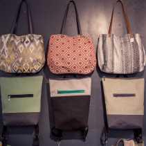 Trendige Taschen und Backpacks aus neuen Stoffen und recycelten Textilien
