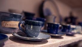 Gerhard Küffer produziert Keramik in Regensburg. Im Stadelwerk findet man Handgetöpfertes für die Küche und allerlei Mitbringsel.