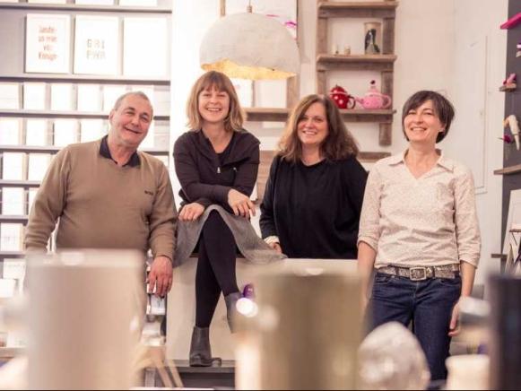Gerhard Küffer, Karoline Stürmer, Christine Stadler und Claudia Huber bieten im Stadelwerk kreatives Kunsthandwerk aus der Region.