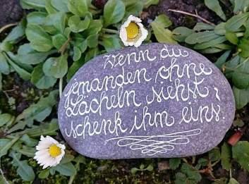 Hält länger als ein Blumenstrauß: die liebevoll gestalteten Steine von Susanne Kauth. Bildrechte: Susanne Kauth