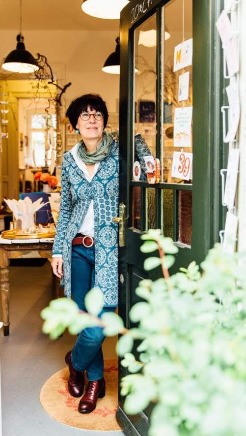 Susanne Kauth verbindet in ihrem Handdruckatelier Poesie mit Kunsthandwerk. Bildrechte: H. Riegel