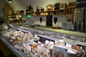 Die Käse-Wiese bietet bis zu 120 verschiedene hochwertige Käsespezialitäten an.