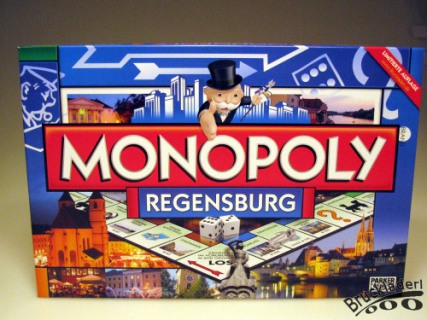"""(Fotorechte: Renate Punk) """"das Monopoly Regensburg ersetzt die originalen Felder durch Sehenswürdigkeiten Regensburgs wie die Steinerne Brücke und Stadtamhof"""""""