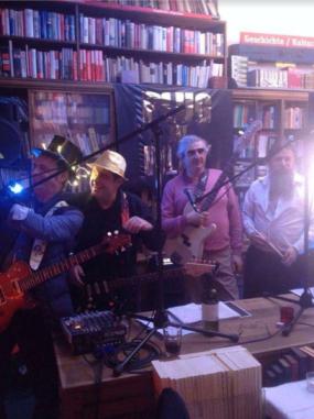 Peter Skrabut (rechts) bei einem seiner musikalischen Auftritte.